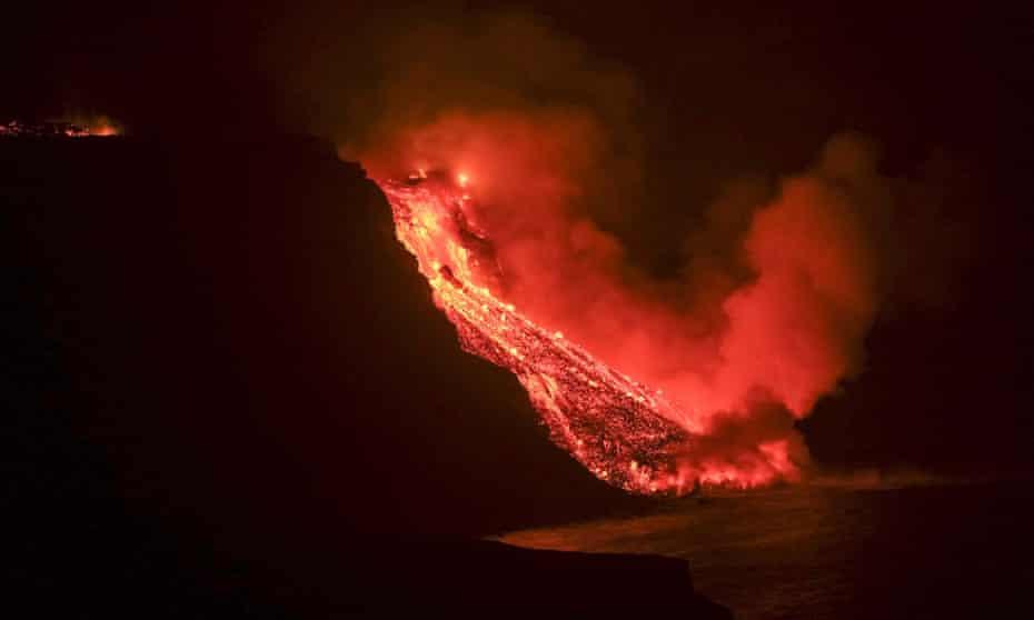 Lava flow from the Cumbre Vieja volcanic eruption in La Palma reaching the sea