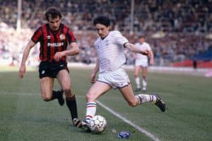 Pat Nevin in action for Chelsea in the final.