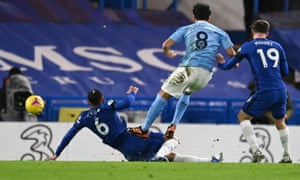 Manchester City's Ilkay Gündogan scores the opening goal.