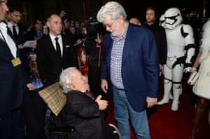 George Lucas and Kenny Baker at the premiere of Star Wars: The Force Awakens in December 2015