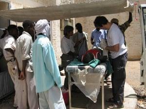 David Nott at an outdoor clinic in Darfur, 2005.