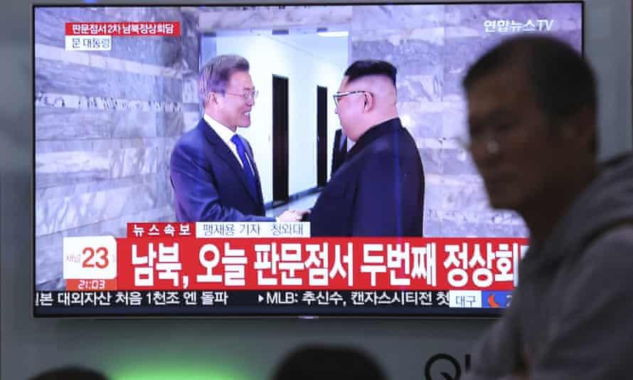 A TV screen shows Moon Jae-in and Kim Jong-un.