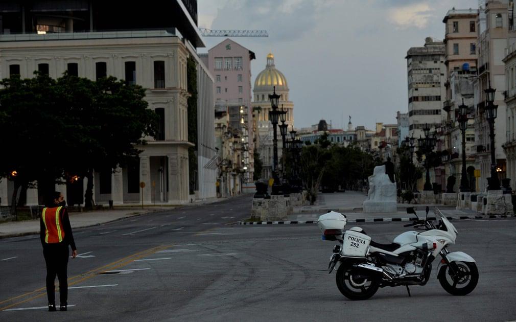 Die Schulen öffneten diese Woche wieder in weiten Teilen des Landes, nicht aber in Havanna, wo der Unterricht online stattfinden wird. | Bildquelle: https://www.theguardian.com/world/gallery/2020/sep/03/coronavirus-curfew-in-havana-cuba-in-pictures © Yamil Lage/AFP/Getty Images | Bilder sind in der Regel urheberrechtlich geschützt