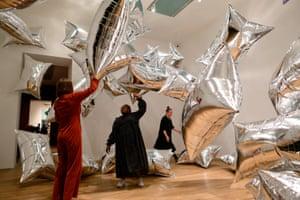 Sashaying helium balloons … the Silverclouds installation.