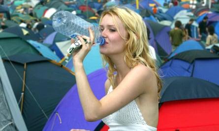 FESTIVAL GOER DRINKING A BOTTLE OF WATER