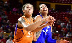 Brittney Griner boxes out Liz Cambage