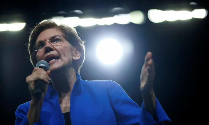 Senator Elizabeth Warren, candidate for the Democratic nomination, speaks at a fundraising dinner in Des Moines, Iowa, on 1 November.