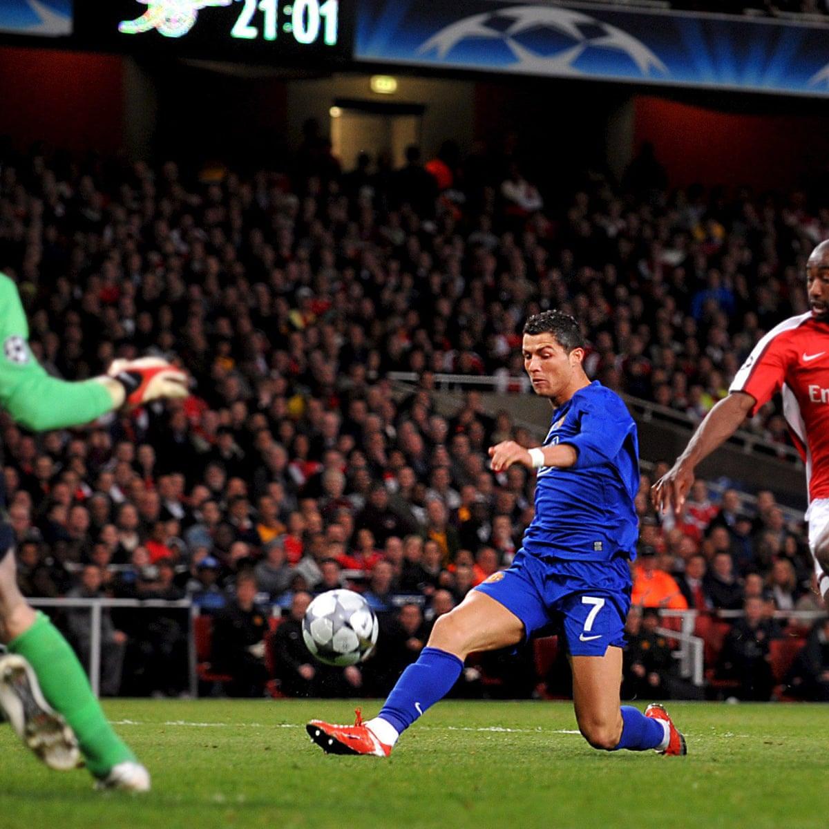 Golden Goal Cristiano Ronaldo For Manchester United V Arsenal 2009 Cristiano Ronaldo The Guardian