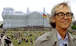 Christo poses in front of the Wrapped Reichstag in June 1995.
