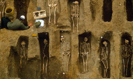 'Lord, to see what custom is, that I am come almost to think nothing of it' … excavating a plague burial site in London in 1987.