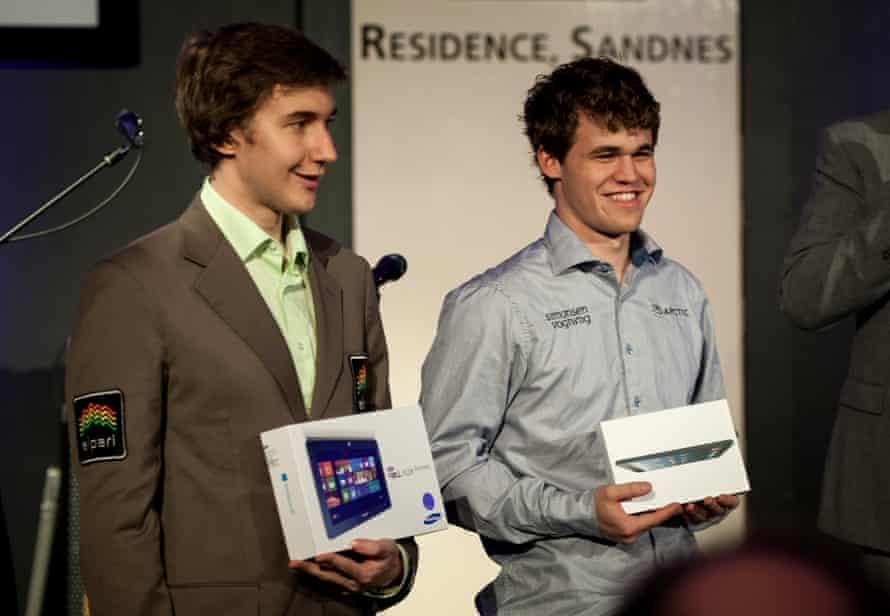 Sergey Karjakin (left) and Magnus Carlsen