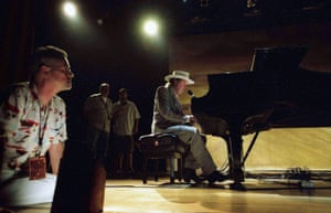Jonathan Demme & Neil Young in Demme's Heart Of Gold 2006.