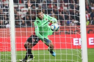 Nice's Argentine goalkeeper Walter Benítez kept the most clean sheets in Ligue 1 last season.