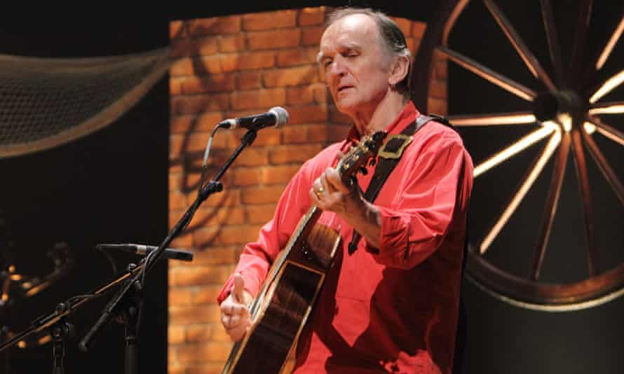 Martin Carthy has, along with his daughter, worked to refocus the folk genre on current issues.
