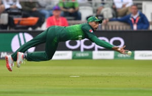 Amir falls as he attempts the catch from Van der Dussen.