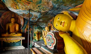 Buddha statues in Mulkirigala Raja Maha Viharaya