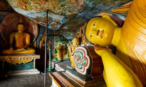 Buddha statues in Mulkirigala