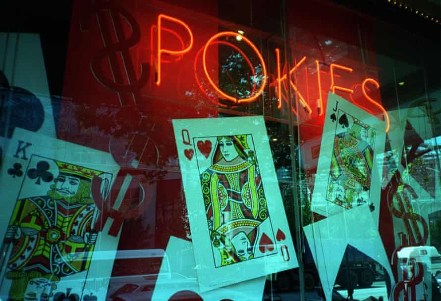 If played at their maximum bet and maximum speed, poker machines can easily consume $600 to $1,200 in an hour.