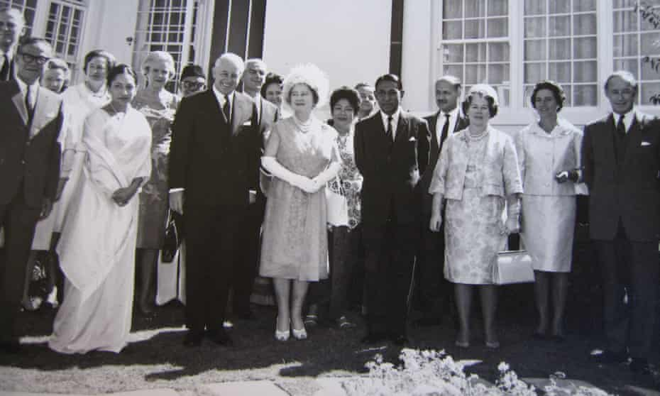 Muttukumaru poses next to the Queen Mother in Canberra. The Australian PM, Harold Holt, and Muttukumaru's wife are to the left of the royal