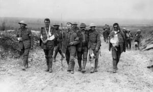Wounded British prisoners being escorted by a German soldier, 1918.