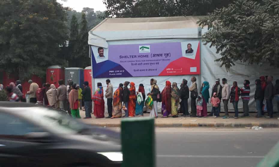 Paients queue for space in a government tent outside the All India Institute of Medical Science in New Delhi