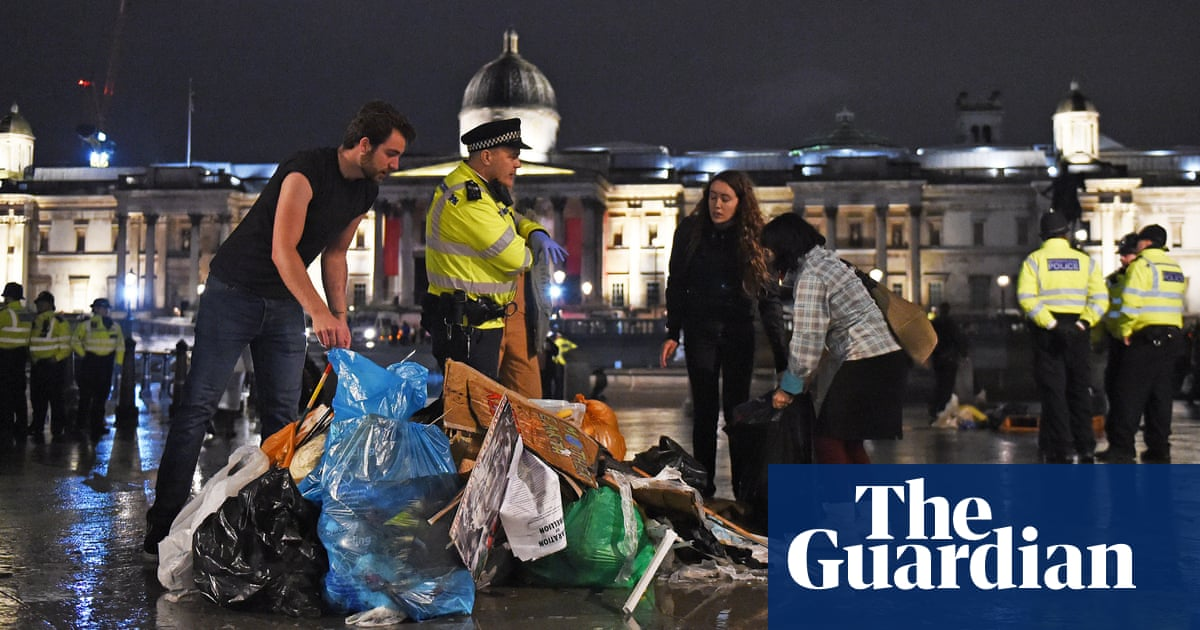 Police clear Extinction Rebellion protesters from Trafalgar Square overnight – video