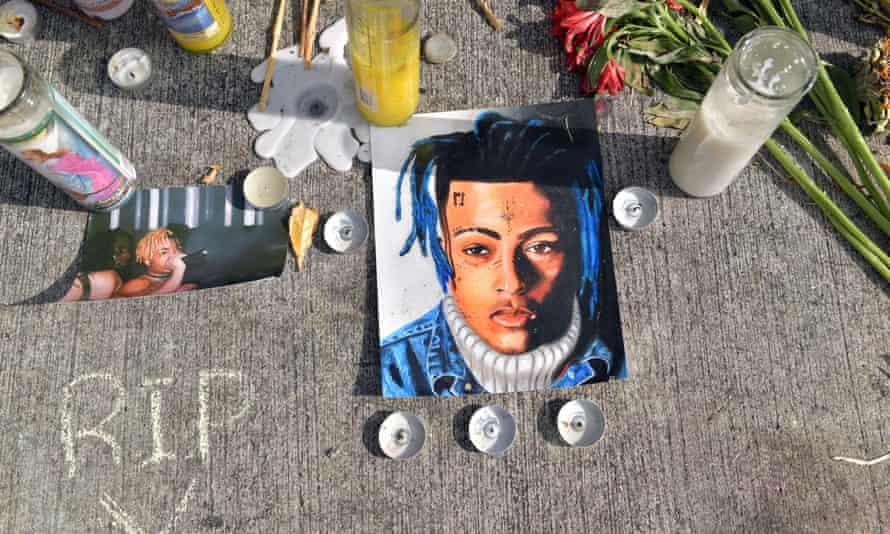 A memorial for XXXTentacion.