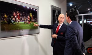 Ivan Gazidis, here showing Unai Emery around the Emirates, has been at Arsenal since 2009.