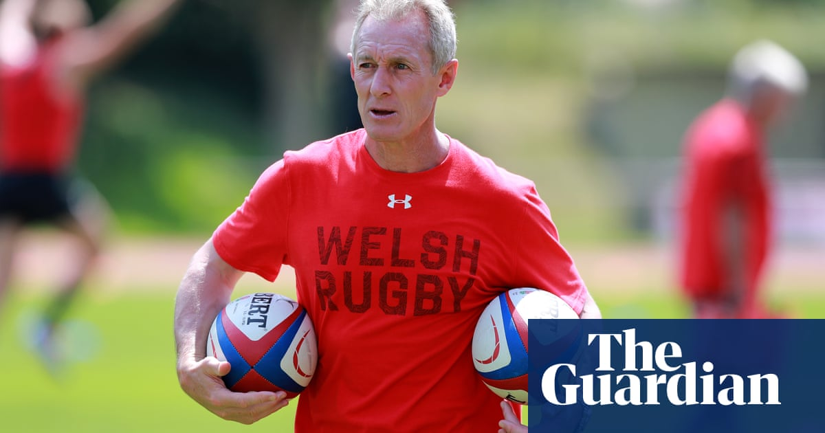 Waless Rob Howley sent home from World Cup amid betting investigation