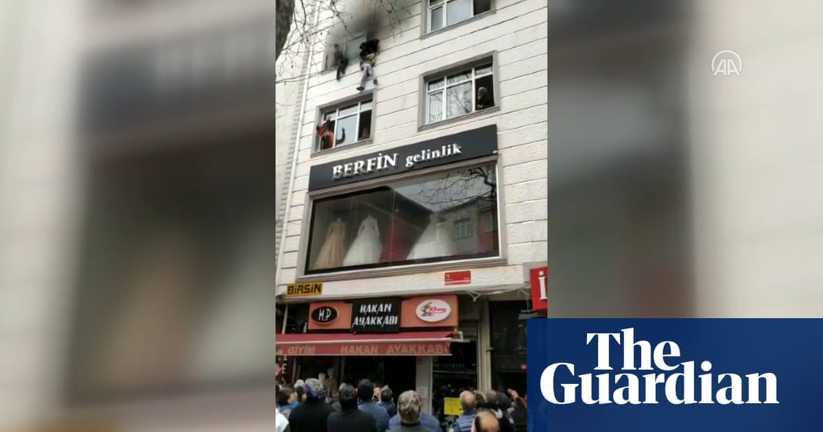 Four children thrown to safety from burning building in Istanbul – video