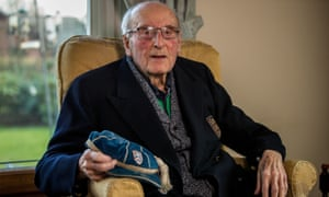 Ivor Broadis at his home in Carlisle last year. Until his death he was England's oldest international footballer.