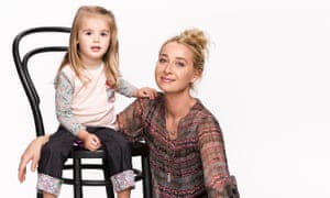Zoe (Isabella Monaghan) and Nina Proudman (Asher Keddie), in a promo issue for season six of Offspring