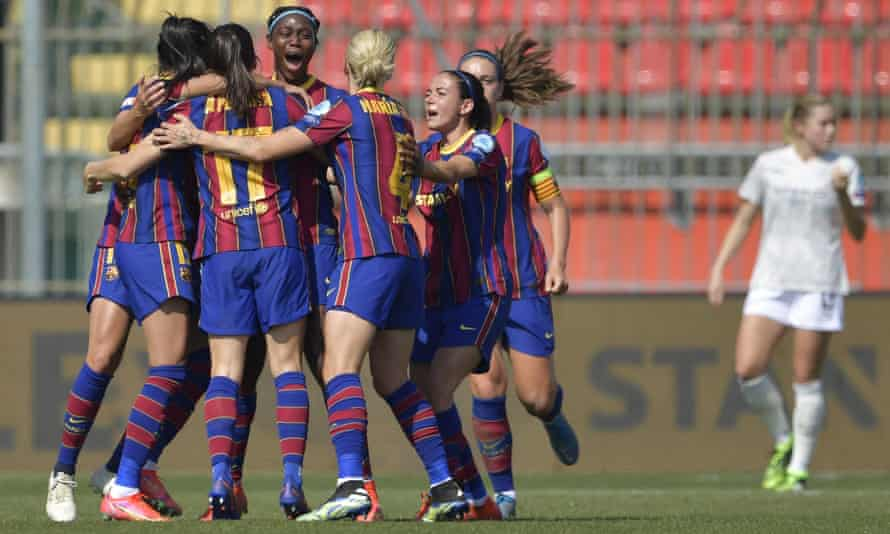 Asisat Oshoala is congratulated by her Barcelona teammates