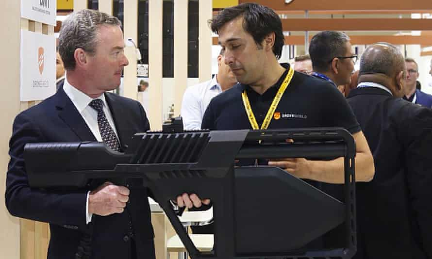 Christopher Pyne checks out one of DroneShield's weapons at a conference in Malaysia in 2018