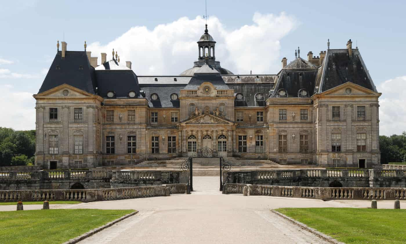 Thieves steal €2m of jewels and cash from French chateau