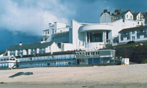 Carefully proportioned galleries at Tate St Ives, likened by David Shalev to a series of artists' studios, balanced modernism with classical references.