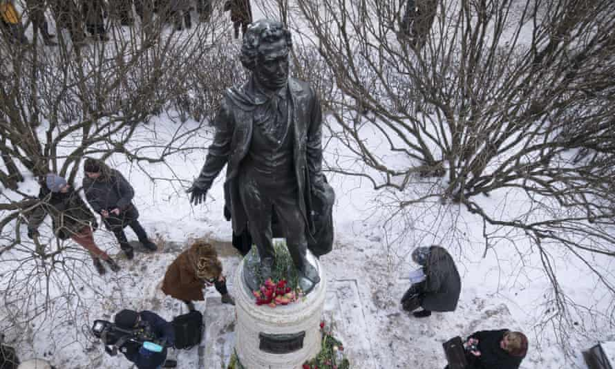 People marked the 180th anniversary of Pushkin's death at a monument in St Petersburg.
