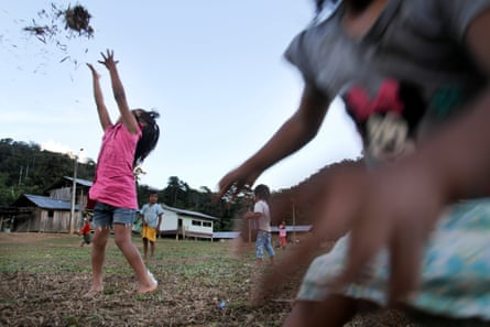 Shuar children who returned with their families play in Tsuntsuim.