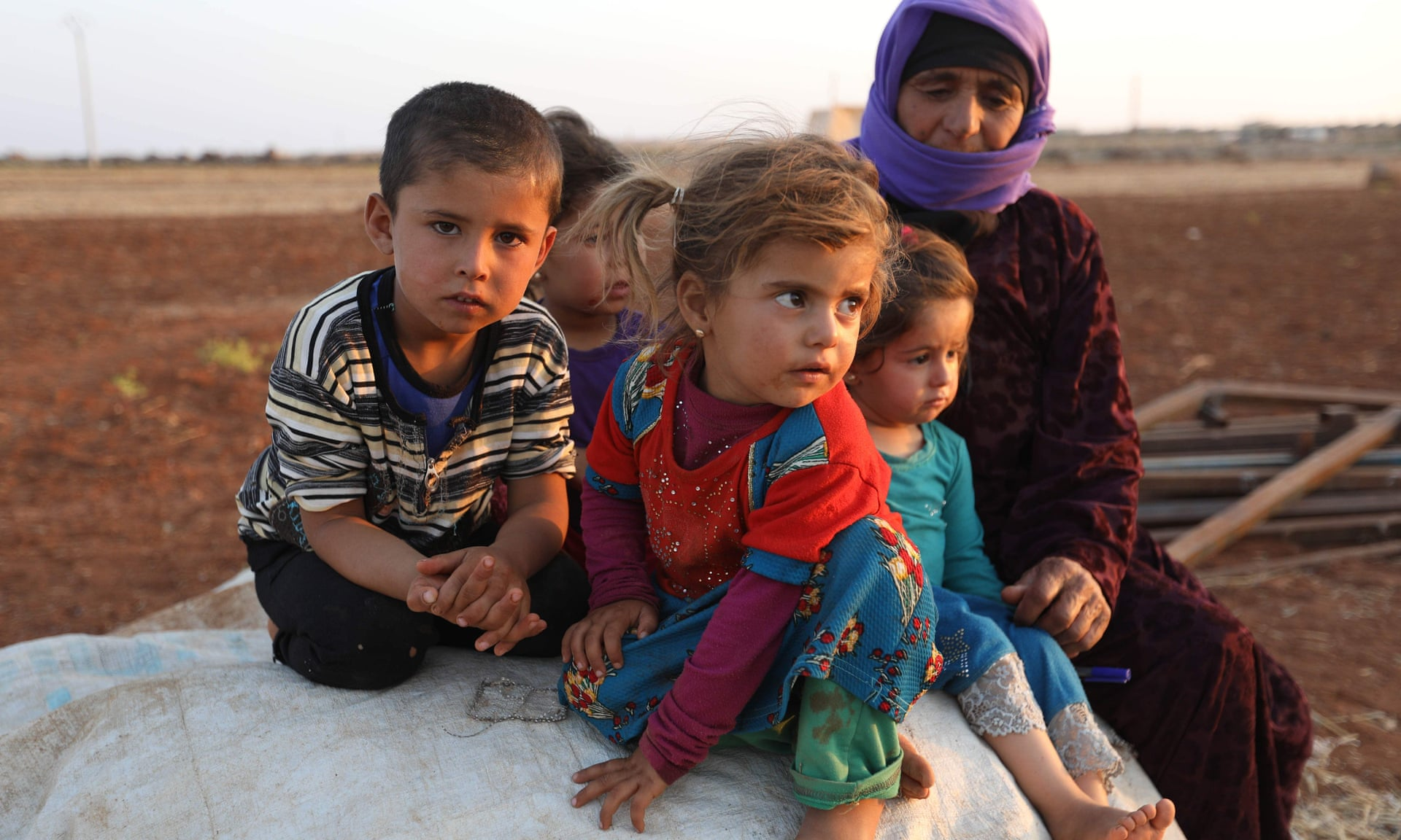 Bambini siriani in un campo per sfollati vicino al villaggio di Sarman a Idlib. Credits to: Omar Haj Kadour/AFP/Getty.