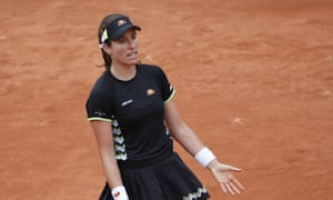 Instead of playing on Chatrier, Johanna Konta and Marketa Vondrousova, were moved to Court Simonne Mathieu.
