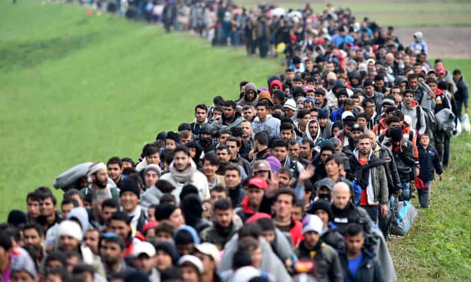 Migrants cross into Slovenia, 2015