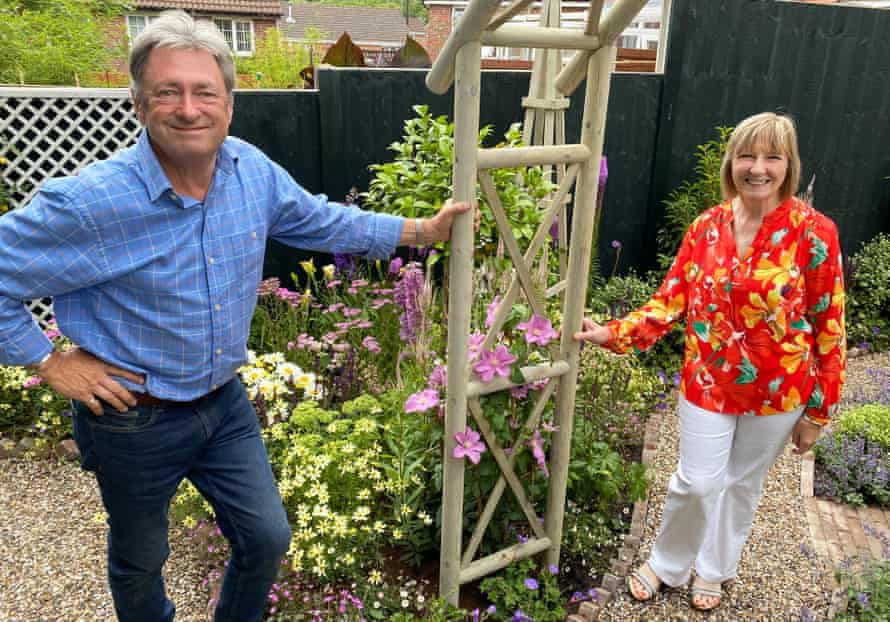 Alan Titchmarsh and district nurse Pat Hastings in Love Your Cottage Garden Special.