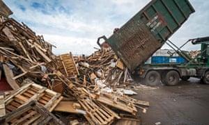 La almohadilla de la madera en Packington - que tiene alrededor de 5.000 toneladas en el hotel - barcos procesados madera para las centrales eléctricas.
