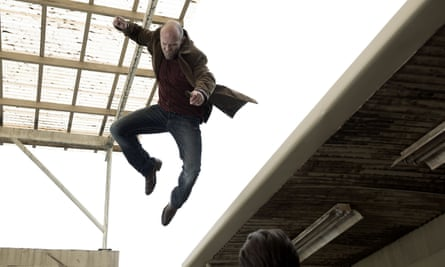 Statham leaping on to thugs in Wild Card