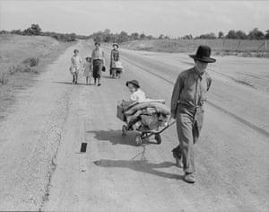 Family walking on highway – five children. Started from Idabel, Oklahoma. Bound for Krebs, Oklahoma, June 1938.