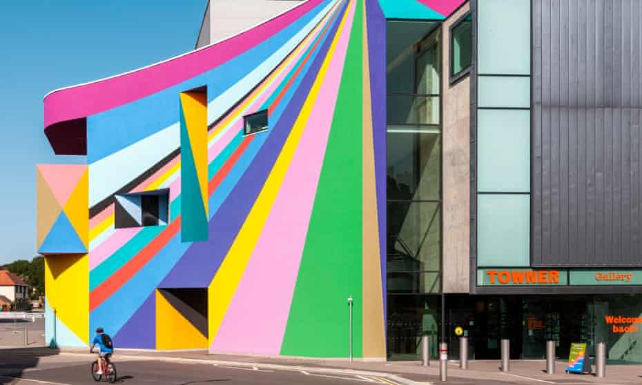Towner Eastbourne, with frontage by Lother Götz.
