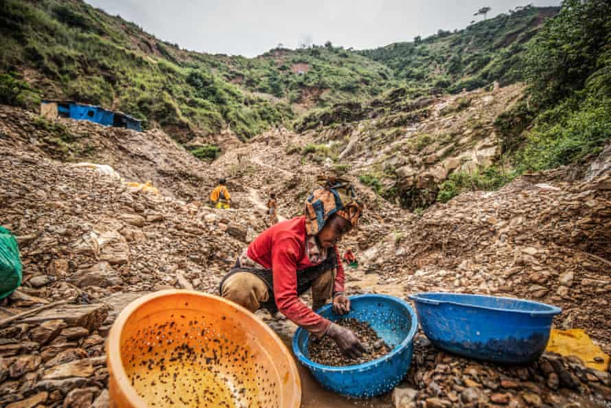 A woman sorts through stones looking for gold at D3 mine in Kamituga.
