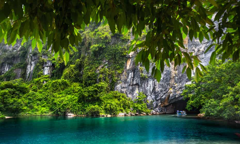 A boat heading into the mouth of Phong Nha cave.