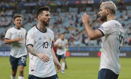 Sergio Agüero guides Argentina past Qatar to reach Copa América last eight