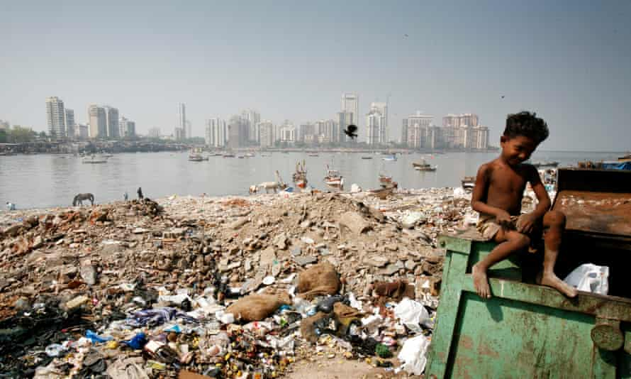 The stark contrasts between rich and poor are found everywhere in Mumbai